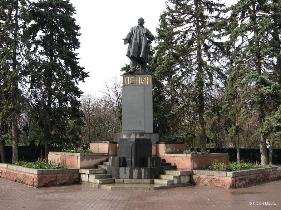Памятники в парке горького ростов на дону памятники на могилу фото и цены калуга
